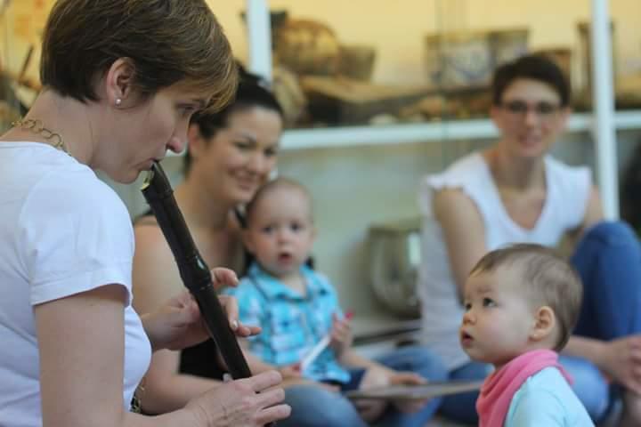 Music with Maria - Zenés, alkotó angol